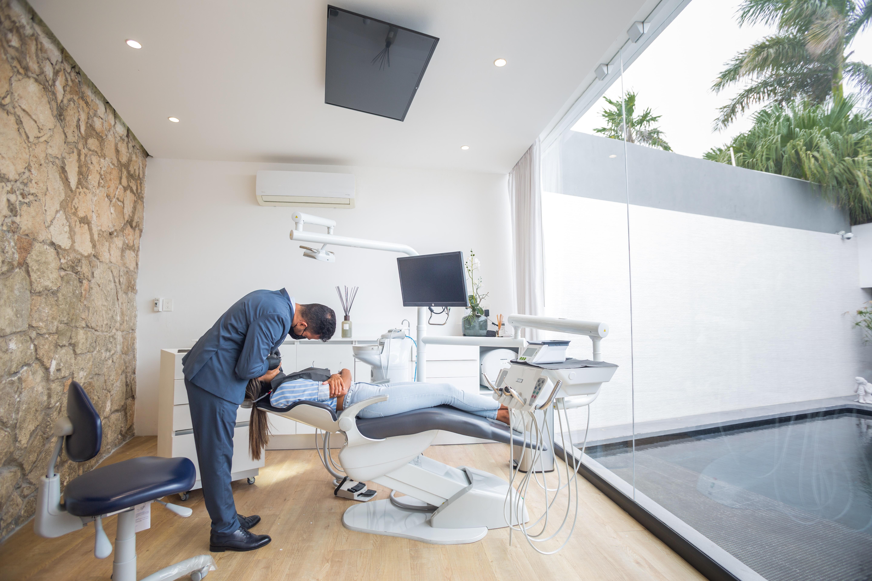 Почему так важно посещать стоматолога регулярно